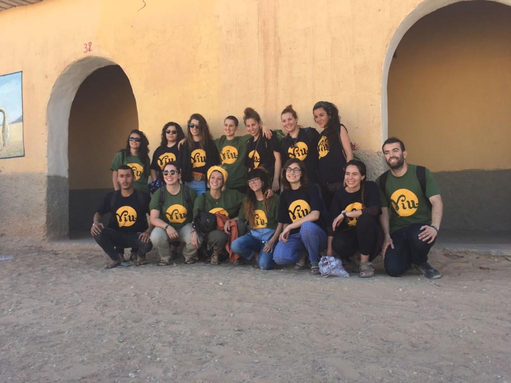 Grup de voluntaries als campaments de refugiats saharauis
